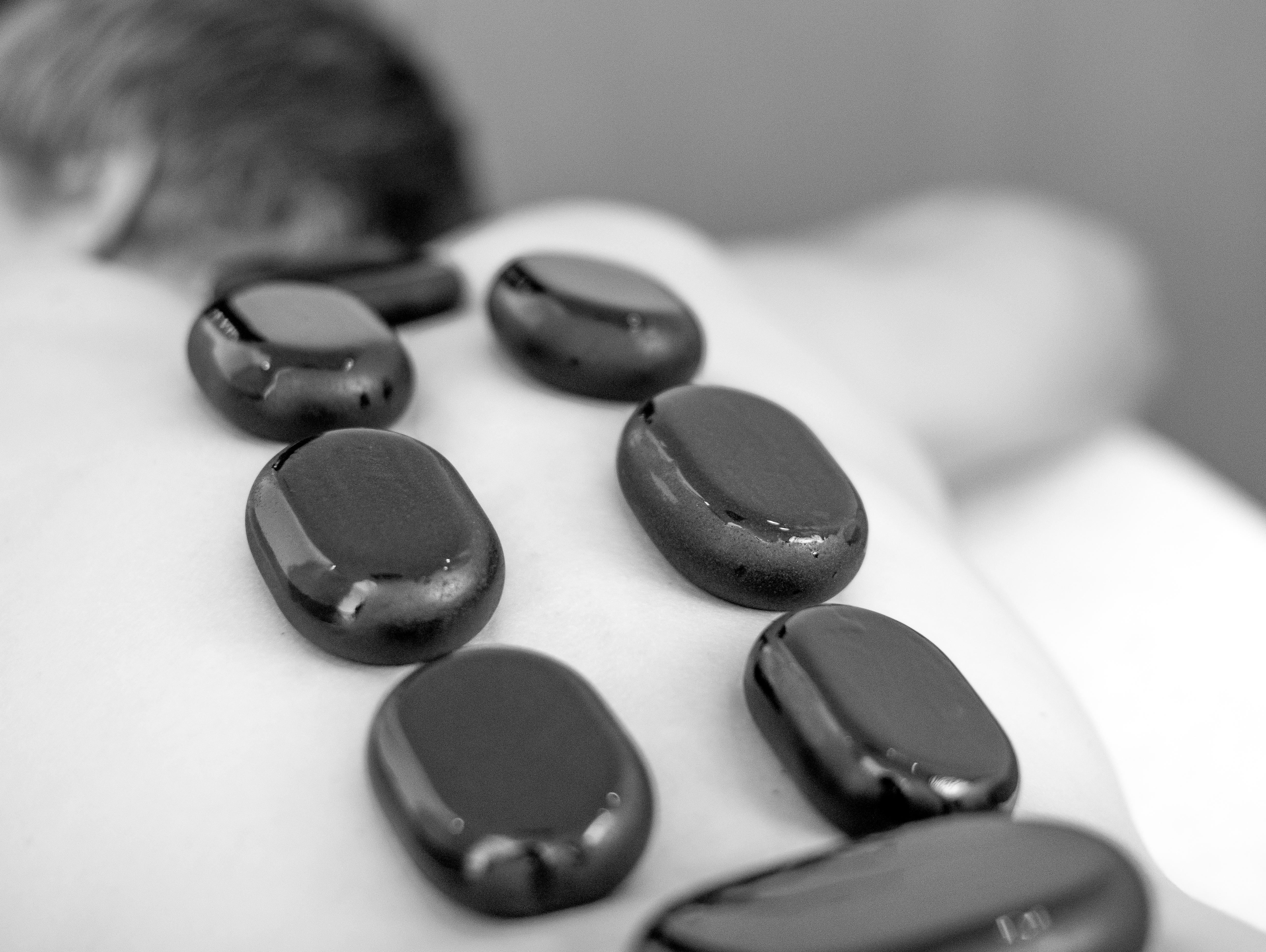 De combinatie massage is een combinatie van een klassieke ontspanningsmassage en een massage met hete stenen. In de luxe Spa van Fort Resort Beemster geniet u van deze heerlijke massage.