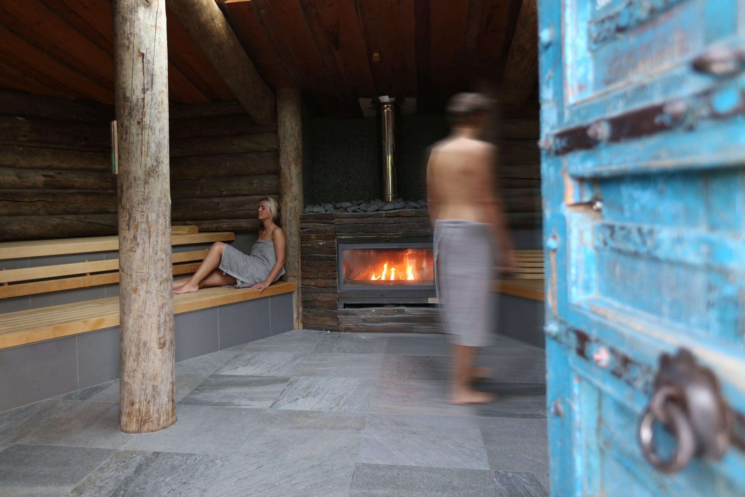 Een bijzondere faciliteit van Fort Resort Beemster de houtgestookte kelosauna. Geniet van heerlijke wellness arrangementen en meer.
