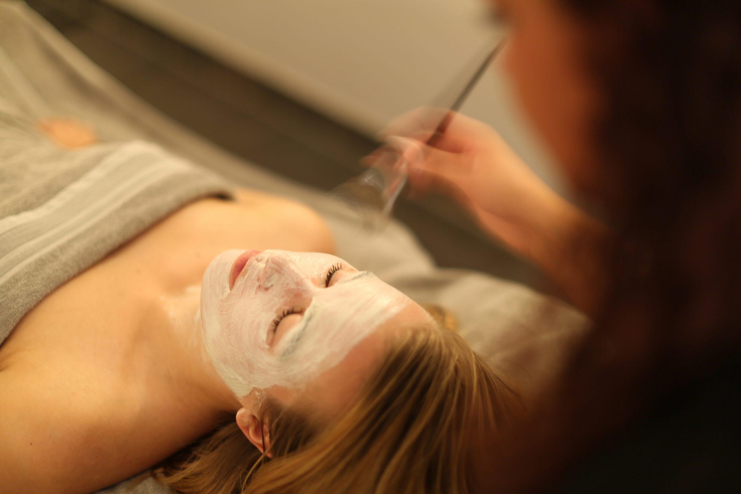 Team Dr Joseph gezichtsbehandelingen van 50 tot 110 minuten.