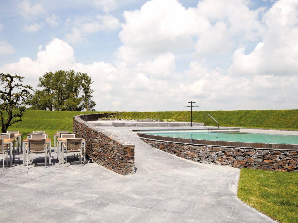 Het buiten zwembad van Fort Resort Beemster is een prachtige faciliteit.