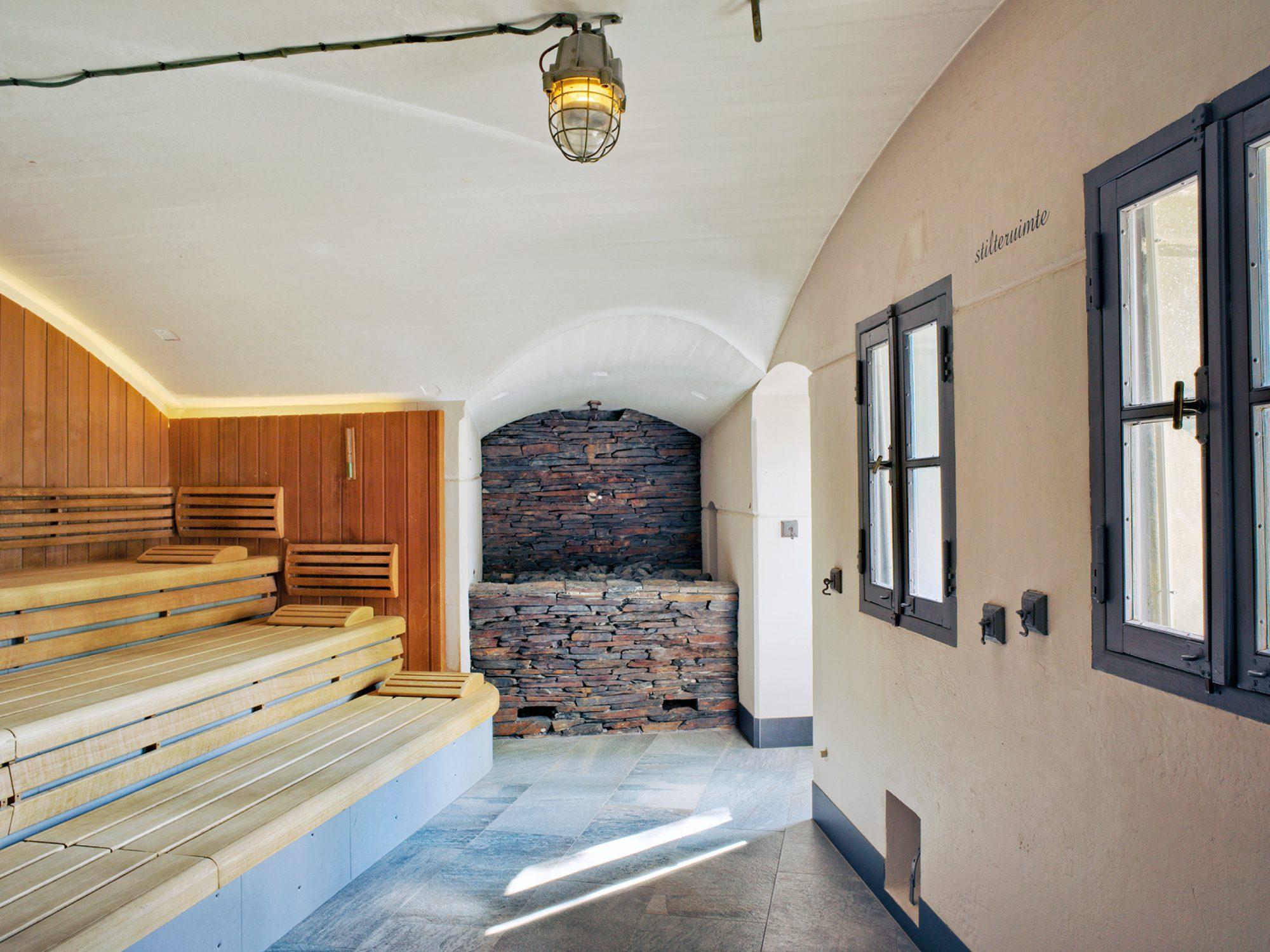 Een bijzondere faciliteit in de Spa & Wellness van Fort Resort Beemster is de vleermuissauna. Een warme sauna gelegen in het authenetieke fort.