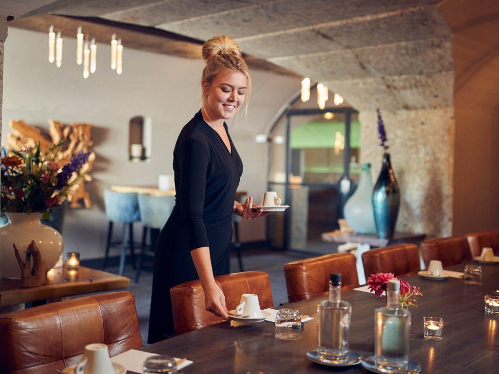 De Poterne kamer is bijzonder geschikt voor vergaderingen en diners in kleinere gezelschappen.