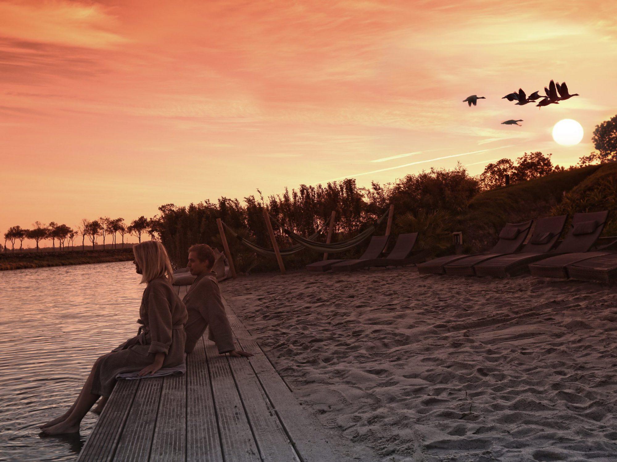 In de Beemster is een geweldige plek voor zomerdag, namelijk het zandstrand van Fort Resort Beemster.